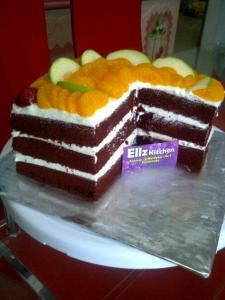Red Velvet Cake toping buah