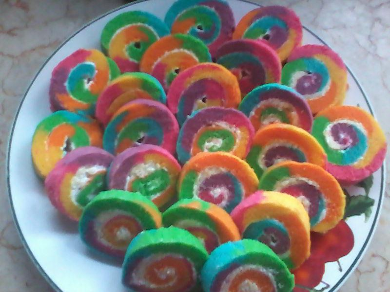 STEAM RAINBOW ROLL CAKE By Endang Winastuti